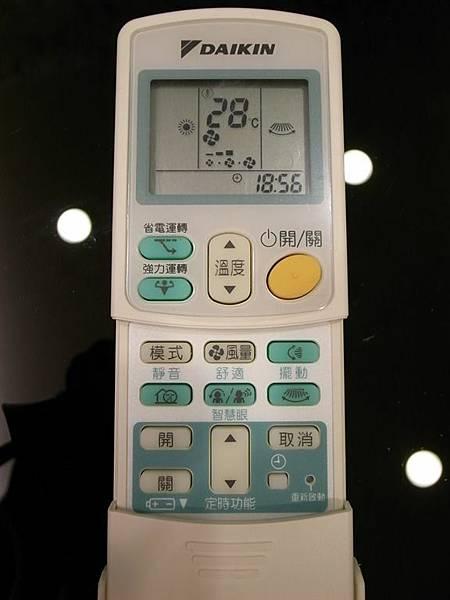 冷氣機的遙控器~~房間的有幾個功能不太一樣