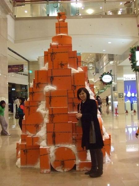 想不到更貴氣的出現了..我跟老大說...這個橘色盒子才是夢想呀~
