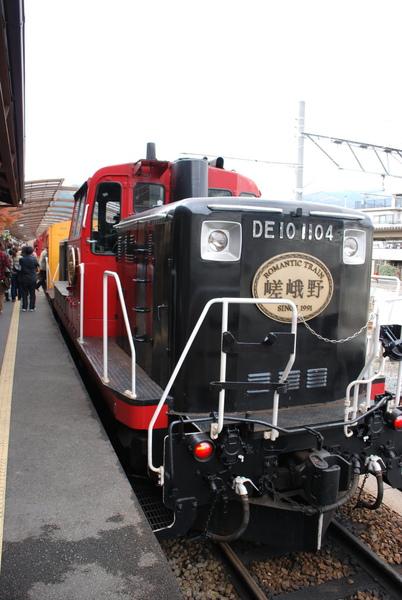 出現了~我們的火車~~
