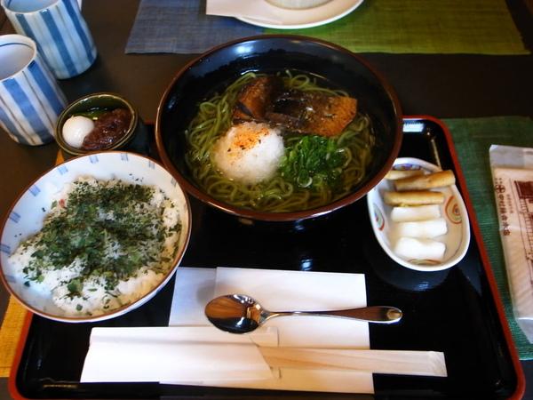 老大吃的nishin抹茶soba~跟有茶香的飯~~