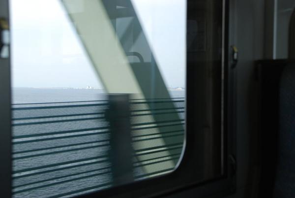 過橋就到機場了~