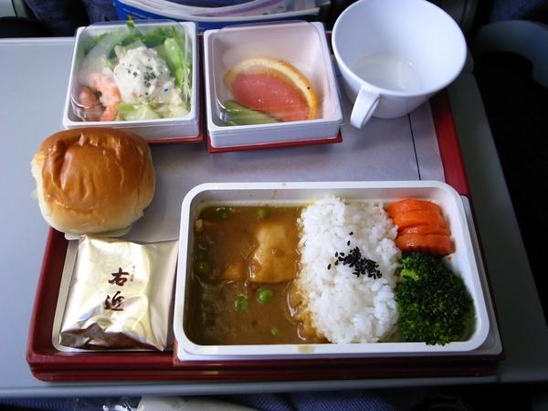 回程的飛機餐~~~有水果~但我們飽到吃不太下~~