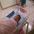 12/30 2009  在醫院的妹妹..