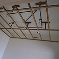 天花板的支架也都起來了~