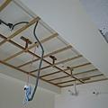 11/26 晚上臥室的天花板..兩邊不同高度的樑~不知道要怎麼藏勒~~