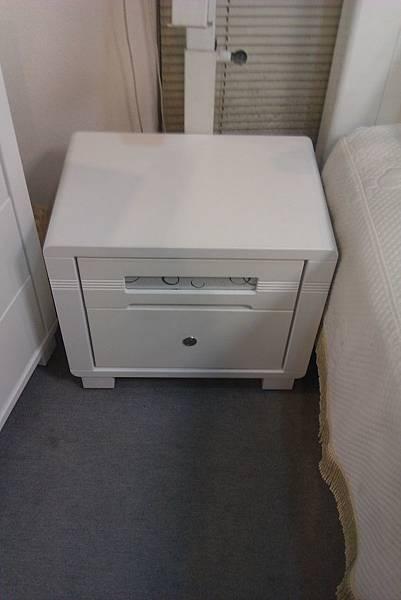 床邊小櫃....圓的好可愛