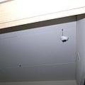 小房間的天花板也做了