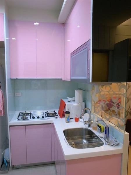 當當當~我可愛的粉紅廚房~烤漆玻璃師傅大聲稱讚呀