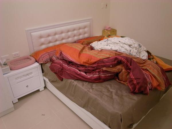 床跟床頭板來囉~~