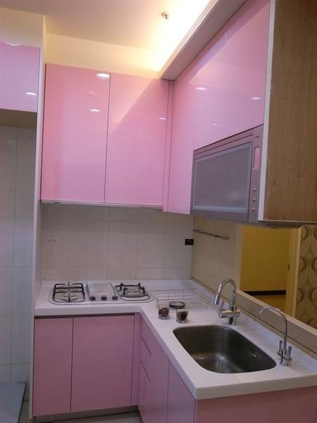 粉紅廚房也出現了~我跟老大23號晚上打掃到十點多~手都快斷了~~整個超累~~