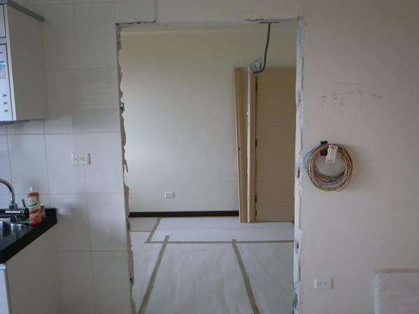 11/19...終於把門割開了...
