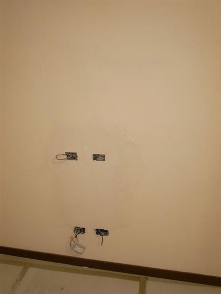 油漆先上了第一層了
