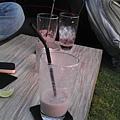 照片那一杯是草莓MILK SHAKE