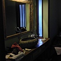 Puri Taman Sari Hotel 房內的梳洗室,也超~~大