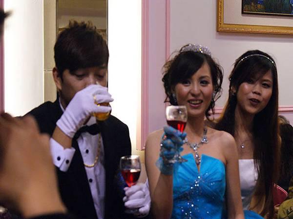 16敬酒.JPG