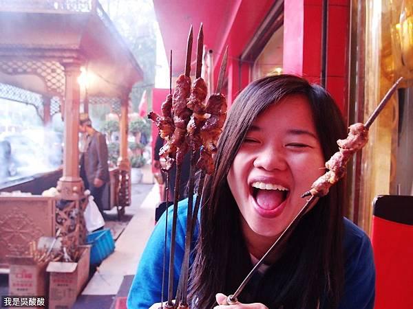 67-在西藏吃新疆烤羊串.JPG