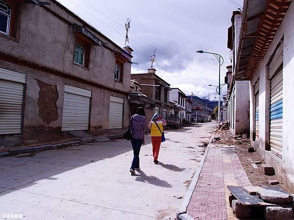 07-西藏拉薩前往山南 找廁所.JPG
