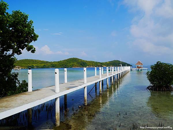 63-Coral Bay Beach and Dive Resort.JPG