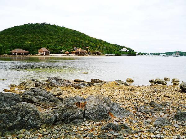 64-Coral Bay Beach and Dive Resort.JPG