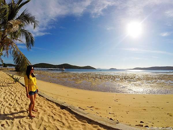 83-Coral Bay Beach and Dive Resort.JPG