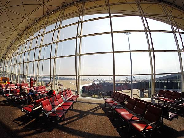02-香港機場轉機.JPG