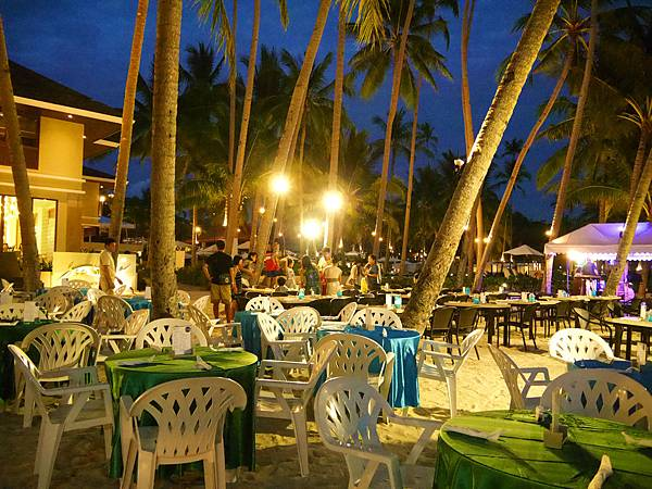 02-Henann Resort Alona Beach自助餐.JPG