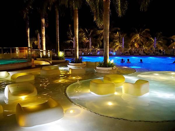 05-1Movenpick Hotel Mactan Island Cebu 吳酸酸.JPG