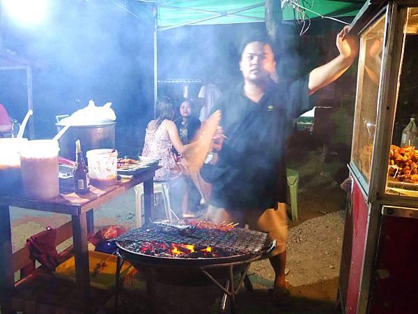 10-菲律賓科隆小吃大集合 烤肉 吳酸酸.JPG