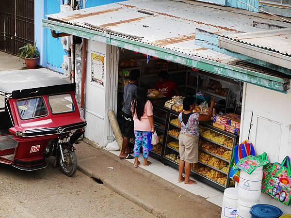 23-菲律賓科隆小吃大集合 麵包攤 吳酸酸.JPG