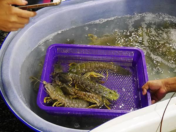 07-Rawai Beach seafood拉威沙灘海鮮.JPG