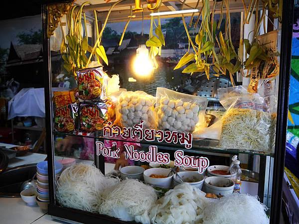 06-泰國平民小吃 米粉湯(還有粿條湯).JPG