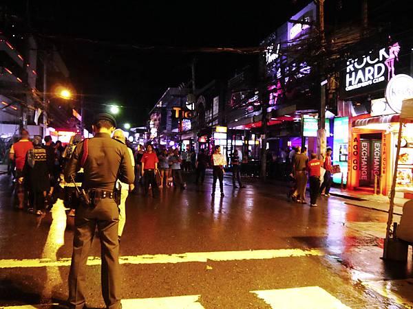 05-泰國普吉島 芭東酒吧一條街.JPG