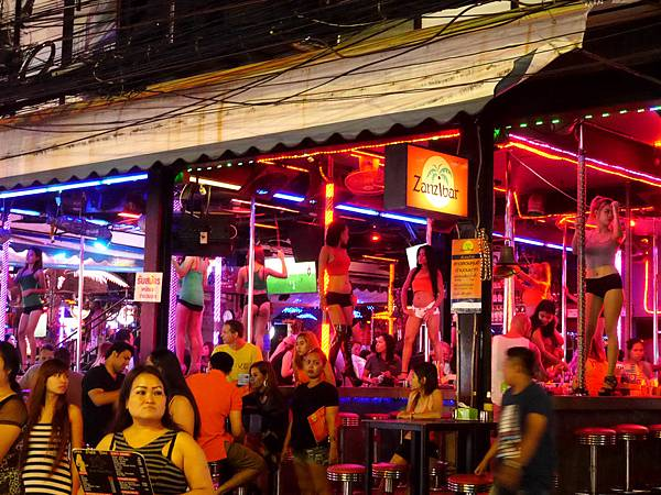08-泰國普吉島 芭東酒吧一條街.JPG