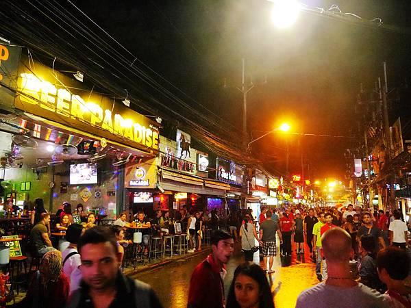 13-泰國普吉島 芭東酒吧一條街.JPG