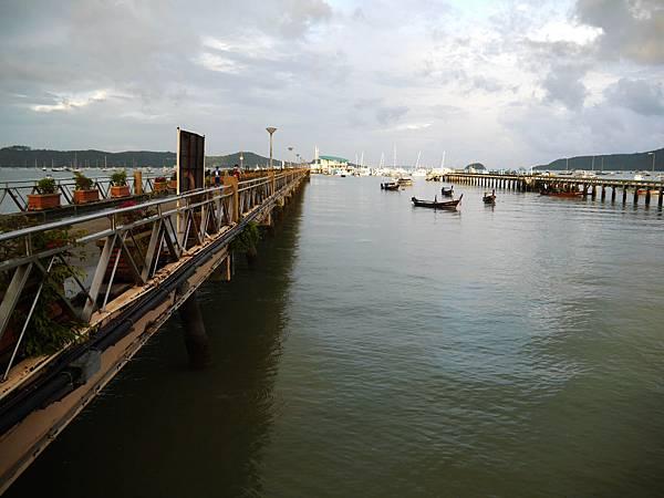 39-普吉島南部最大碼頭 Ao Chalong pier.JPG