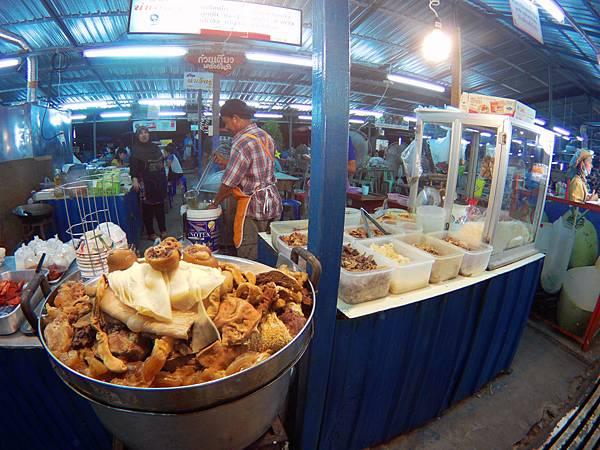 60-Phuket Weekend Market (Naka Market) 普吉島假日夜市 吳酸酸.JPG