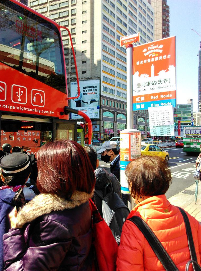 04-台北雙層觀光巴士 吳酸酸.jpg