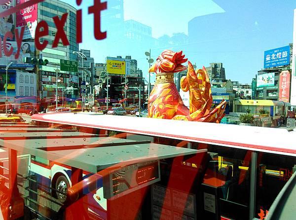 07-台北雙層觀光巴士 吳酸酸.jpg