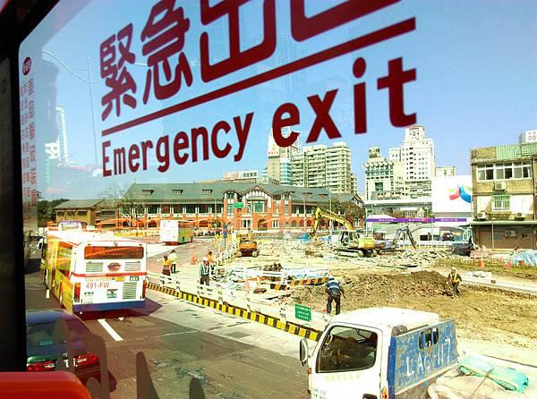 06-台北雙層觀光巴士 吳酸酸.jpg