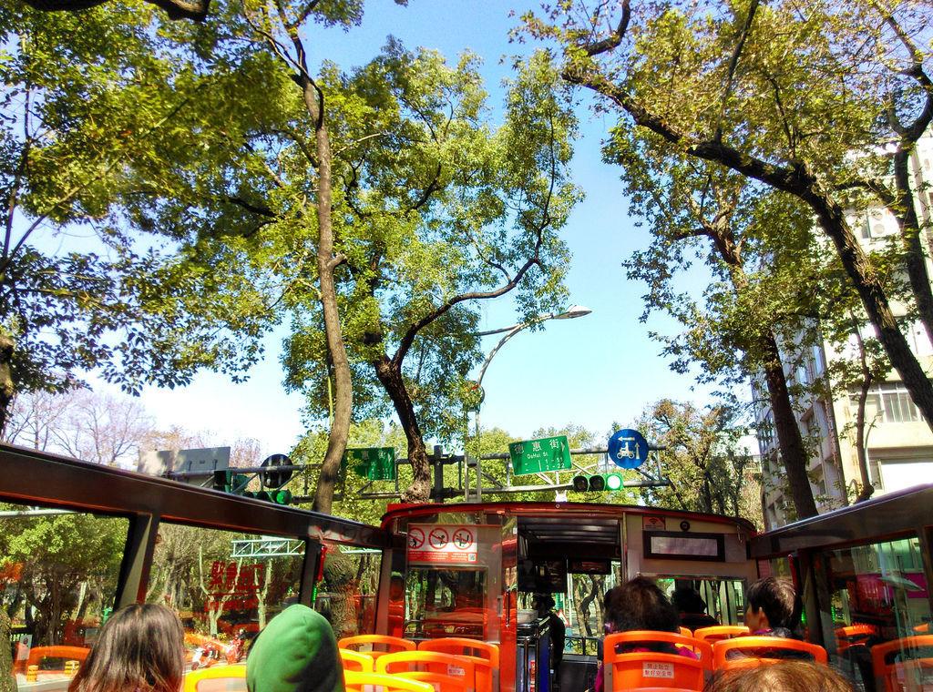 12-台北雙層觀光巴士 吳酸酸.jpg