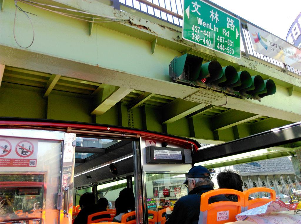 49-台北雙層觀光巴士 吳酸酸.jpg