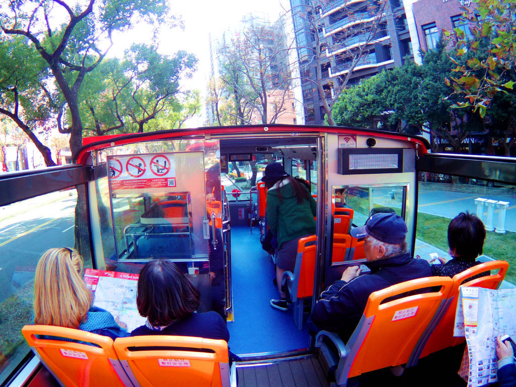 48-台北雙層觀光巴士 吳酸酸.JPG