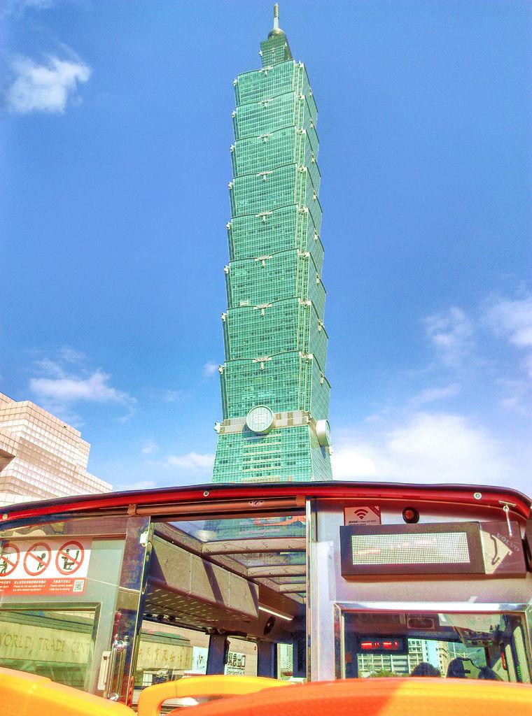 57-台北雙層觀光巴士 紅線 吳酸酸.jpg