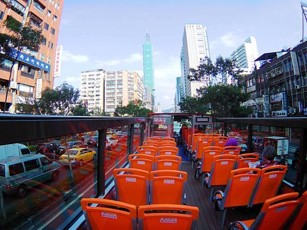 55-台北雙層觀光巴士 紅線 吳酸酸.JPG