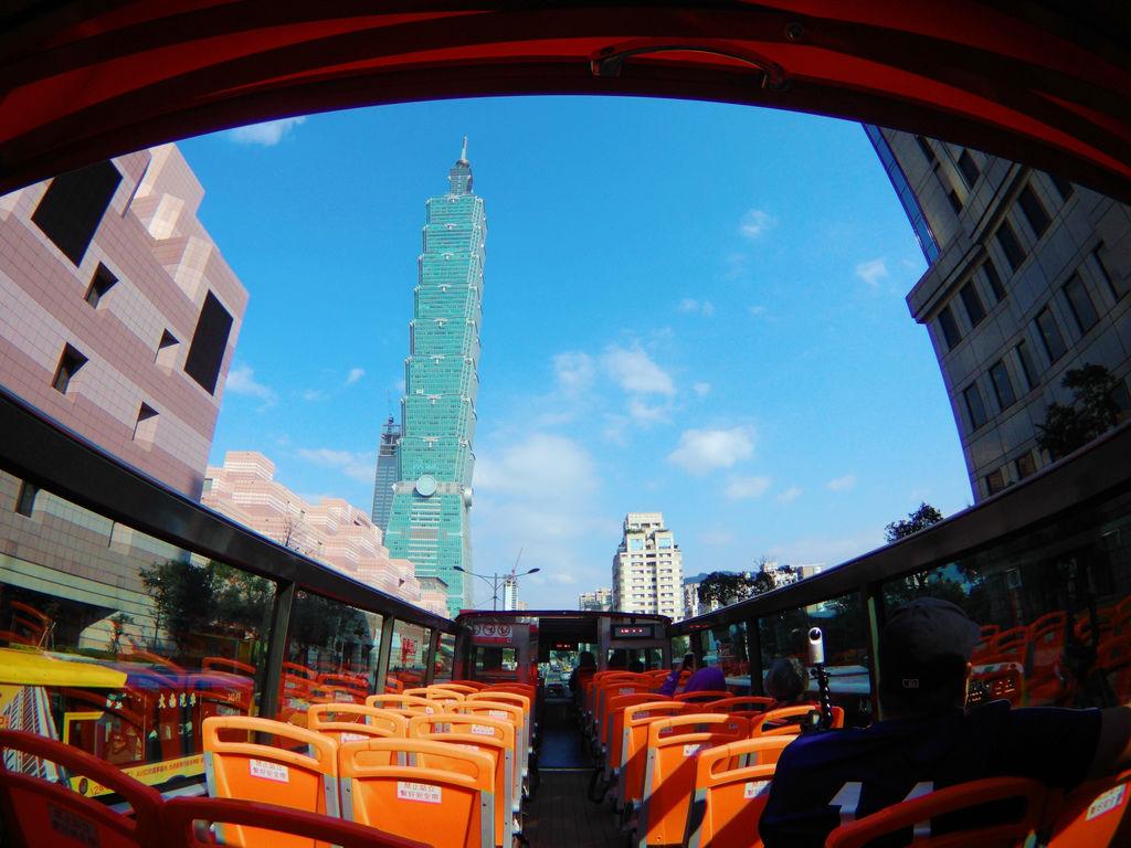 56-台北雙層觀光巴士 紅線 吳酸酸.JPG
