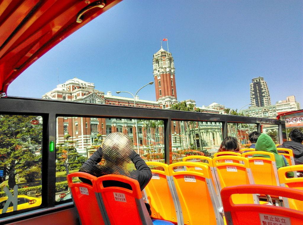 07-2 台北雙層觀光巴士總統府 吳酸酸.jpg