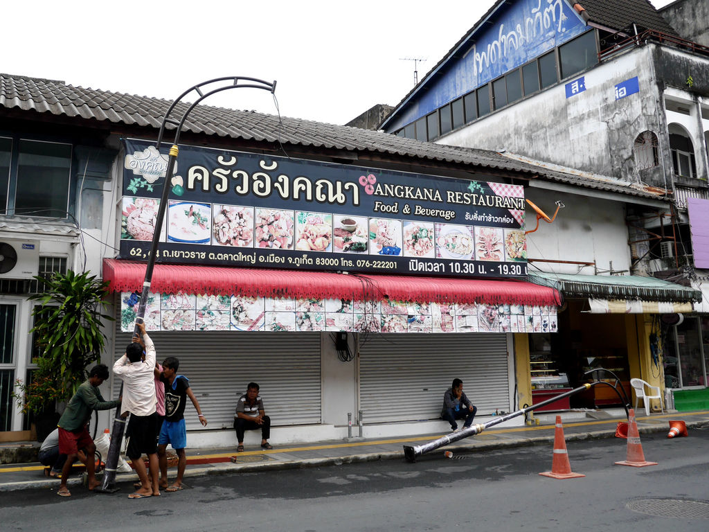 38-泰國普吉島 安裝路燈.JPG