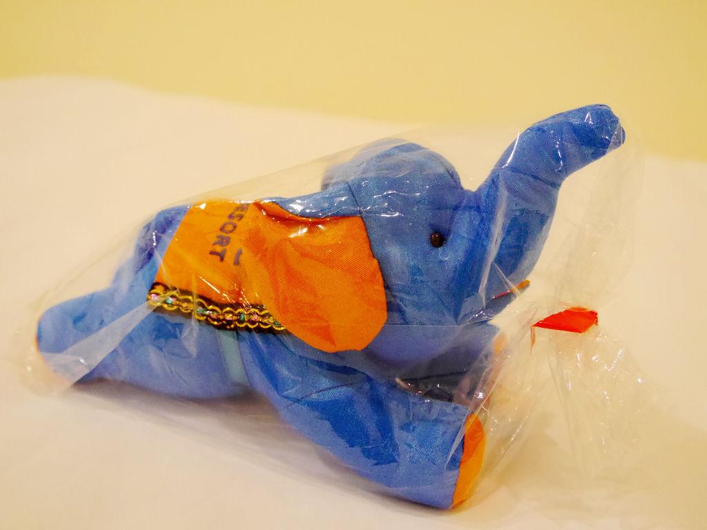 16-泰國普吉島飯店紀念大象娃娃.JPG