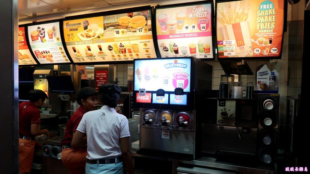 17-長灘島麥當勞 通往S2沙灘.JPG