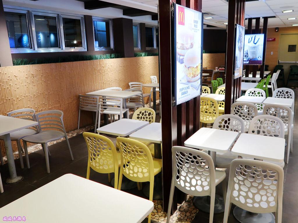 18-長灘島麥當勞 通往S2沙灘.JPG